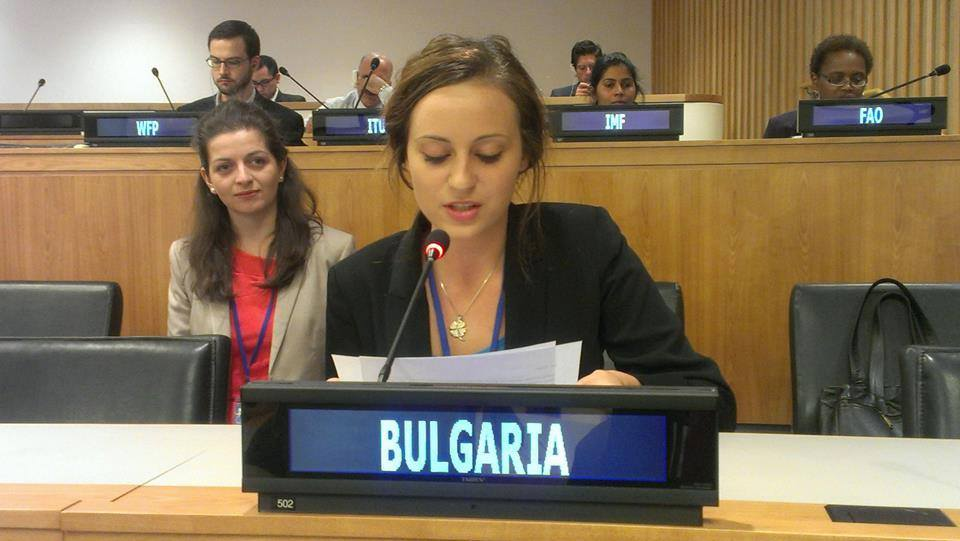 Българските младежки делетати 2014-2015: Ани Колева и Радина Колева